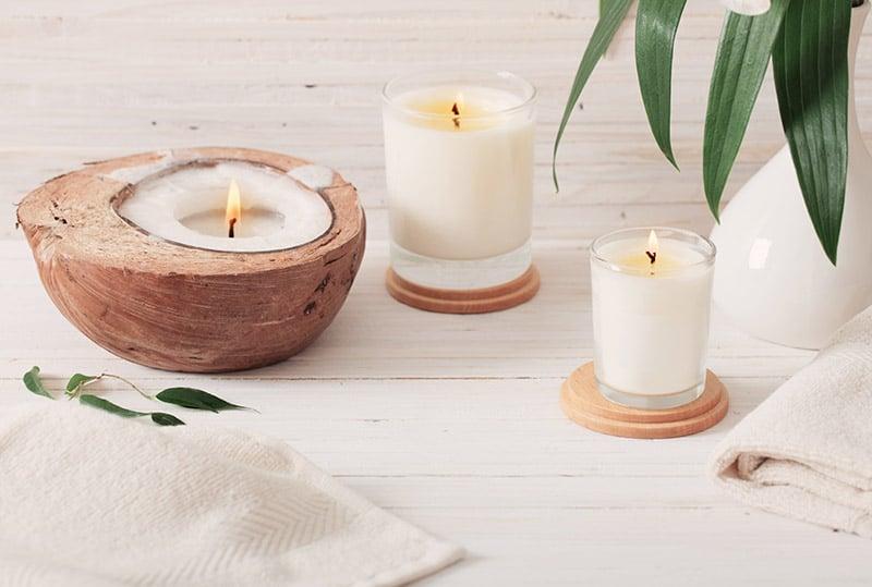 Bild mit Kerzen und Handtücher